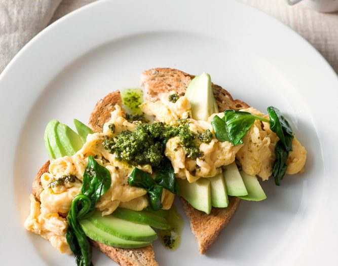 pesto_scrambled_eggs_spinach_avocado.jpg