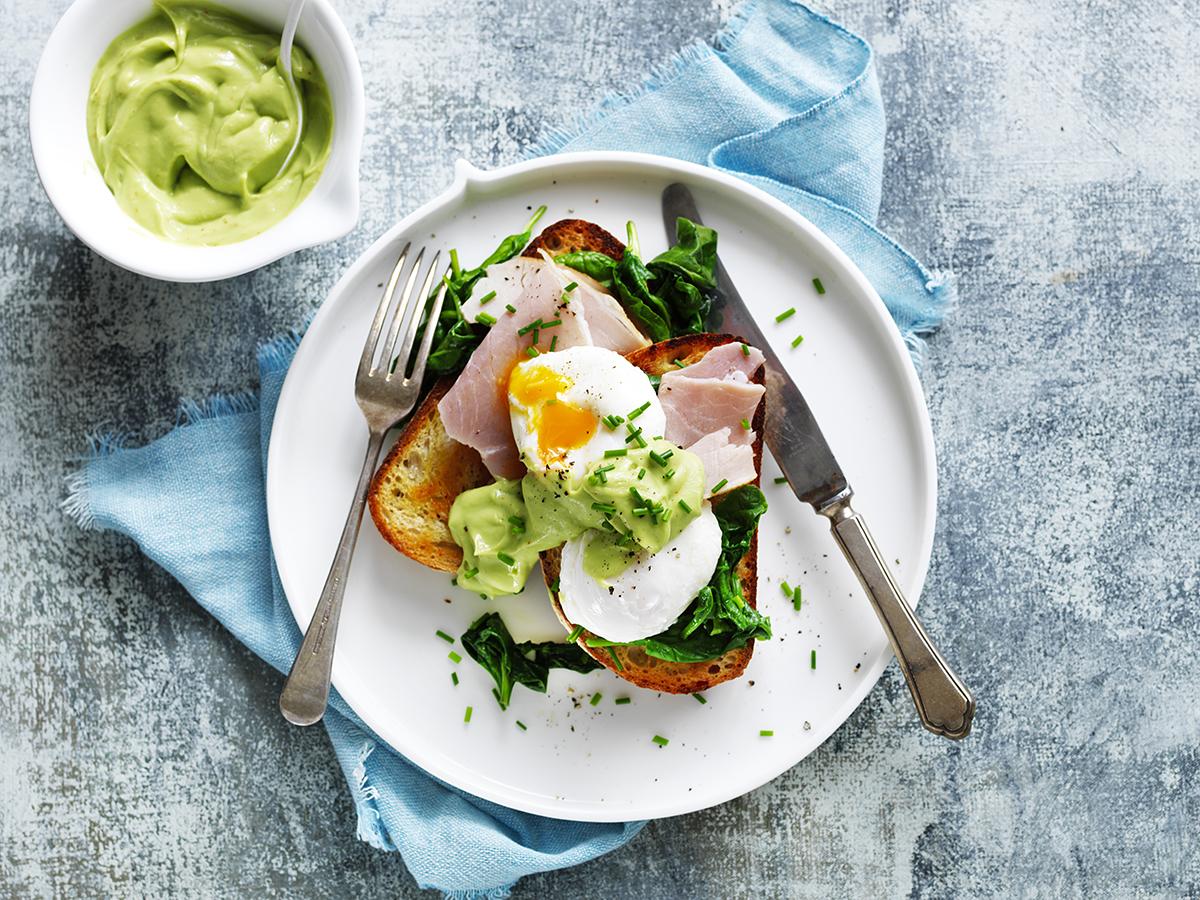 Avocado eggs benedict_0283.jpg