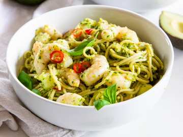 Avocado pesto with prawn pasta