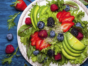 Avo & berry salad